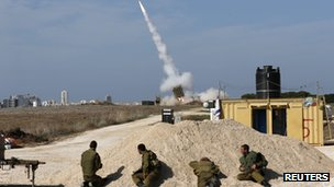 IDF troops watch Iron Dome launch, Ashdod, 18/11/12