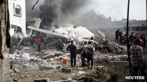 Palestinians inspect a destroyed home in Gaza City following an Israeli airstrike 18/11/12