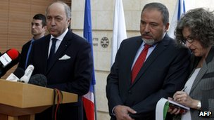 French Minister of Foreign Affairs, Laurent Fabius (L) speaks during a press conference with his Israeli counterpart Avigdor Lieberman (18 Nov 2012)