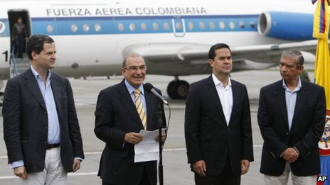 Colombian negotiators leave for Farc talks in Havana