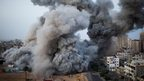 Smoke rises after an Israeli forces strike in Gaza City 18/11/2012