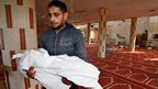 Yoused Abu Khosa carries the body of his 18-month-old son Eyad, killed in an Israeli strike in central Gaza Strip, 18/11/2012