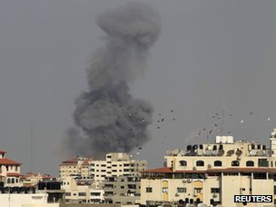 Smoke rises after an Israeli air strike in Gaza City 19 November, 2012