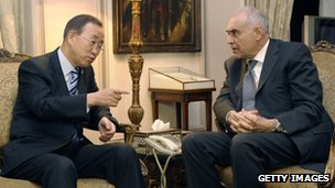 UN Secretary General Ban Ki-moon (left) holds talks with Egyptian Foreign Minister Mohammed Kamel Amr. Photo: 19 November 2012