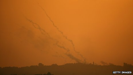 Smoke trails from militant rockets cross the evening sky above Gaza as they head towards Israel (19 November 2012)