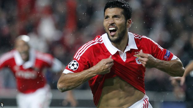 Ezequiel Garay celebrates for Benfica