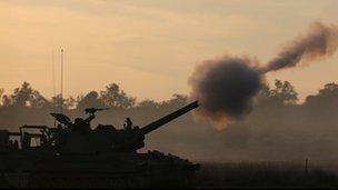 An Israeli artillery gun fires a shell. Photo: 21 November 2012