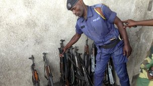Goma policeman deposits his gun next to a rebel (Photo Gabriel Gatehouse)