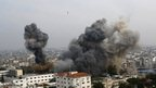 Smoke rises during an Israeli air strike in Gaza City ( 21 November 2012)