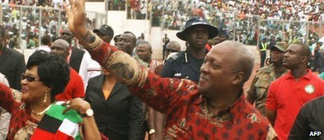 Ghana's President John Dramani Mahama  waves to supporters on arrival at the Baba Yara stadium in Kumasi on 30 August 2012