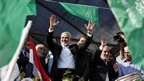 Senior Hamas leader Ismail Haniyeh waves at a rally in Gaza City (22 Nov 2012)