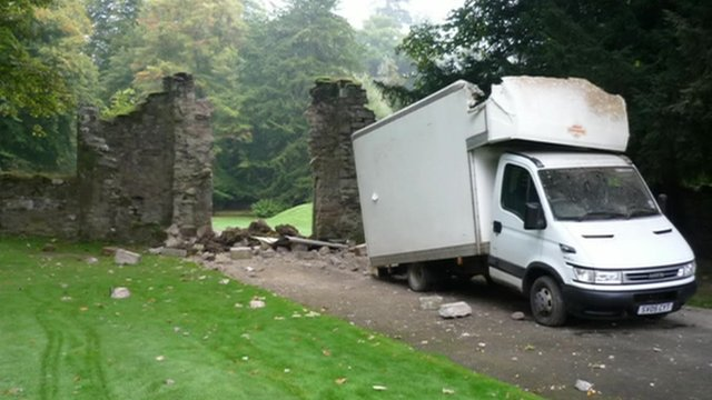 Scone Palace arch destroyed by van