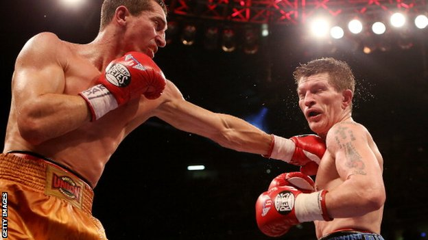 Vyacheslav Senchenk (r) and Ricky Hatton