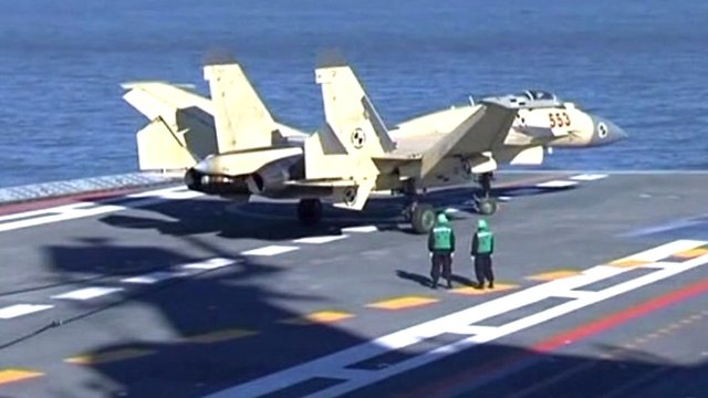 Fighter jet on China&#039;s first aircraft carrier