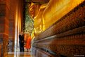 US President Barack Obama tours the reclining Buddha at the Wat Pho Royal Monastery in Bangkok