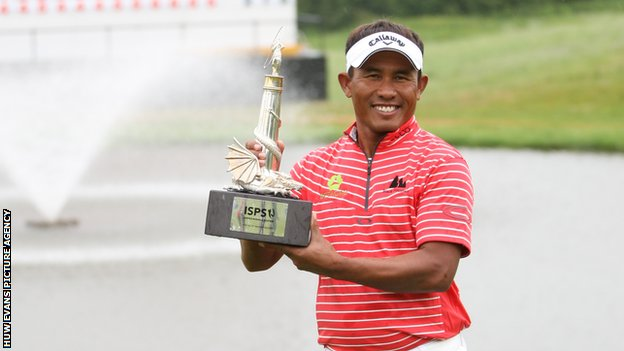 Thailand's Thongchai Jaidee lifting the 2012 ISPS Handa Wales Open title