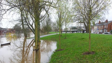 Flood defences on Hylton Road, Worcester