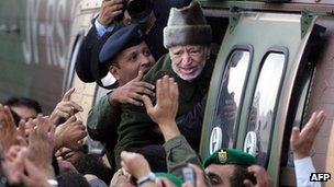 Yasser Arafat is flown by helicopter from Ramallah to Jordan (29 October 2004)