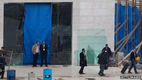 Tarpaulin covering the entrance to the mausoleum containing the body of Yasser Arafat (27 November 2012)