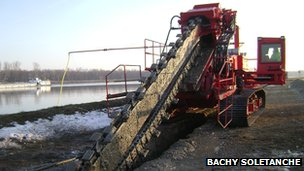 Trenching machine (Courtesy Bachy Soletanche)