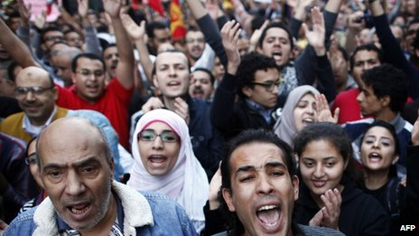 Protesters shout slogans against Mohammed Morsi&#039;s declaration in Cairo