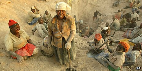 Informal diamond miners in Zimbabwe