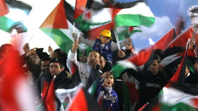Palestinians celebrate in the West Bank city of Ramallah on 29 November 2012