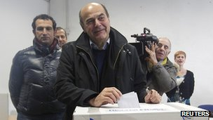 Pier Luigi Bersani voting - 2 December
