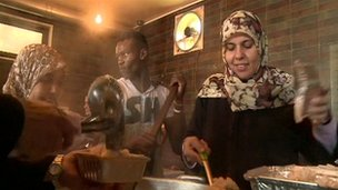 Women in Libya rebel kitchen