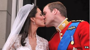 Duke and Duchess of Cambridge kiss on balcony at their wedding