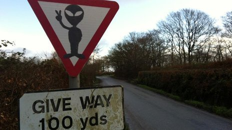Alien give way sign