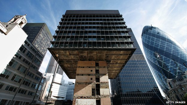 The 15-floor P&O building in the City of London was demolished from the bottom up