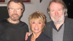 (l-r) Bjorn Ulvaeus, Elaine Page, Benny Andersson