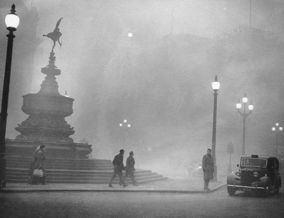Heavy smog in Piccadilly Circus, London, 6 December 1952
