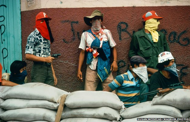Muchachos await the counterattack by the National Guard, Matagaloa, Nicaragua, 1981