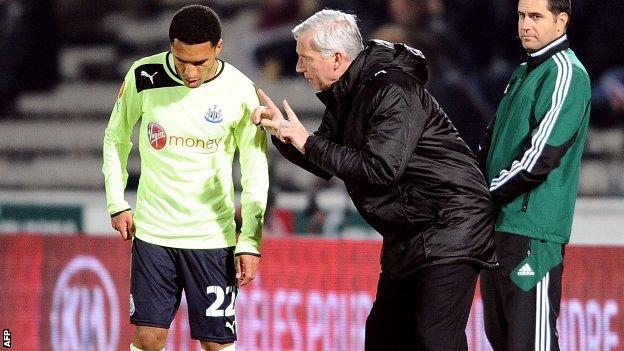 Alan Pardew delivers instructions to Sylvain Marveaux