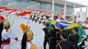 Oscar Niemeyer's funeral cortege arrives at Planalto Palace in Brasilia. 6 December 2012