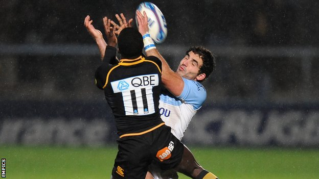 Wasps&#039; Christian Wade outjumps Bayonne&#039;s Jean-Jo Marmouyet