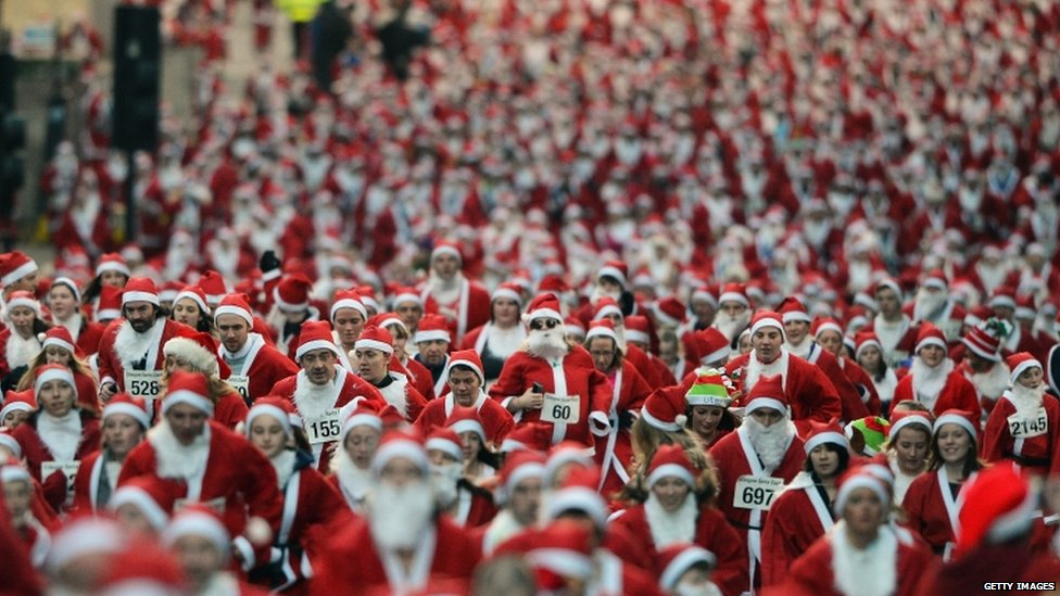 About 1,000 people competed in the annual Glasgow Santa Dash on Sunday, when members of the public dressed as Santa took part in the 5k event.