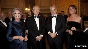 Mario Monti (2nd lt) and his wife Elsa (left) with the mayor of Milan Giuliano Pisapia (2nd rt) and his wife Cinzia