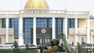 A Russian special forces soldier stands guard outside Ingushetia's presidential building in Magas on 31 October 2008, the day acting-President Yunus-Bek Yevkurov arrived to take up his post.