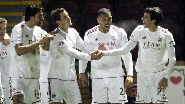 The Aberdeen players celebrate Joe Shaughnessy&#039;s (right) goal