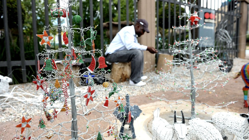 Bbc news africa in pictures 7 13 december 2012 for A common decoration for the top of the tree
