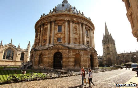 Students walk past the Radcliffe Camera at Oxford University