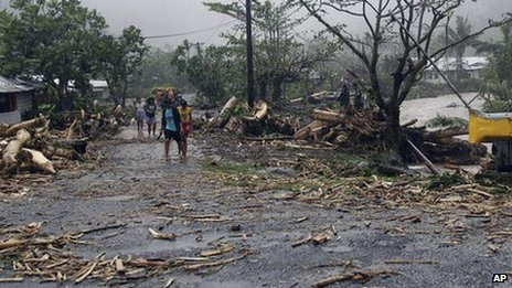 People walk through debris in Samoa&#039;s capital Apia. Photo: 14 December 2012