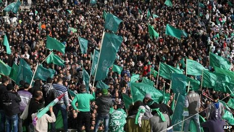 Hamas supporters demonstrate in Hebron (14 Dec)