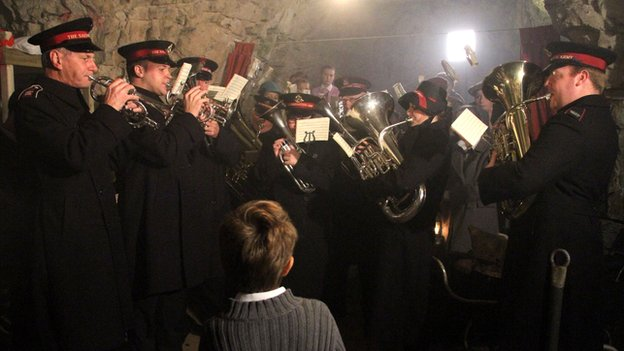 Recreating Christmas 1944 at Chislehurst caves