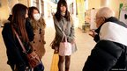 Harumi Ozawa Ryokichi Kawashima chats to three women