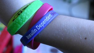 Insulin dependent wristband