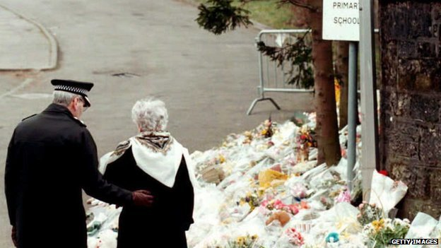 Police officer comforts a woman after the 1996 Dunblane shootings